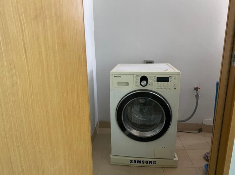 maid room with washing machine